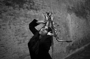 PJ Harvey prepara libro y disco en vivo